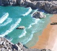 海浪沙滩礁石小船